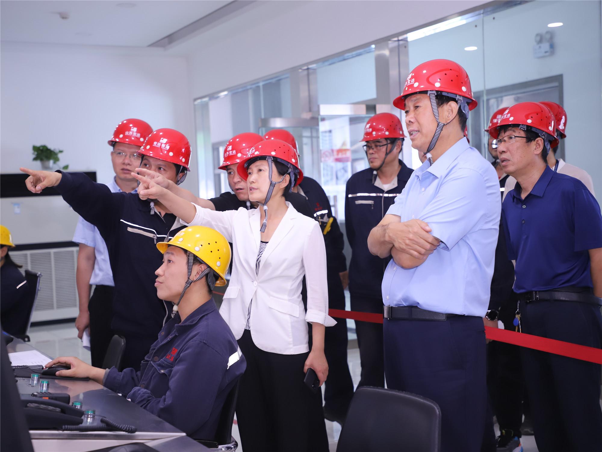 郝红霞检查集团安全生产工作