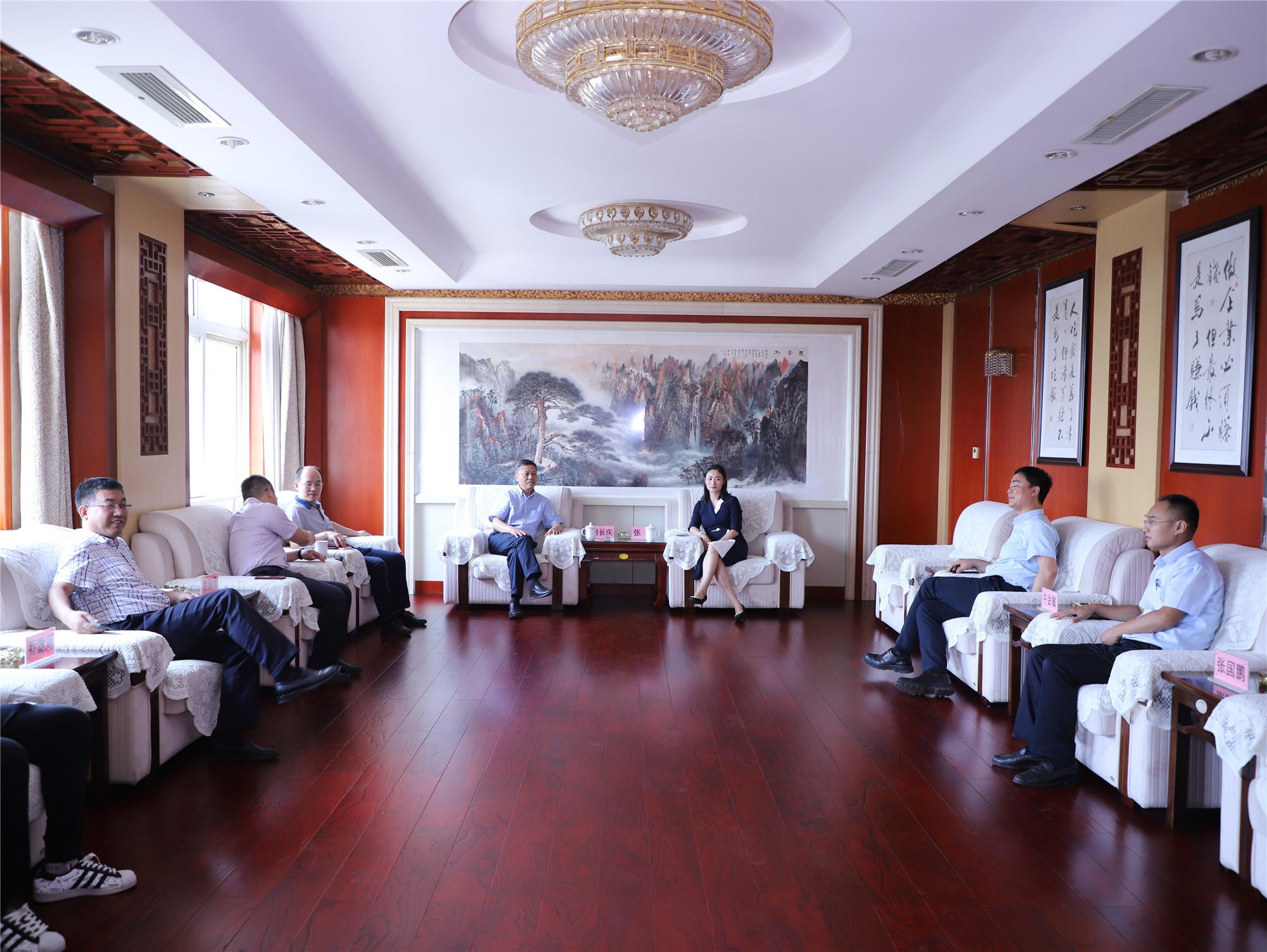 兰格集团董事长刘长庆一行在宏达集团交流访问